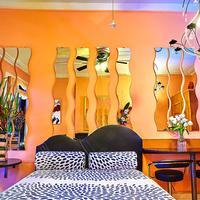 The International Cozy Inn Guestroom