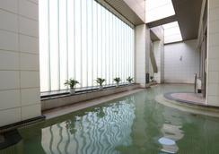 札幌王子酒店 - 札幌 - 游泳池
