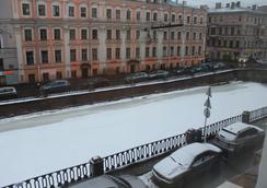 Mini Hotel Belaya Noch - 聖彼得堡 - 室外景