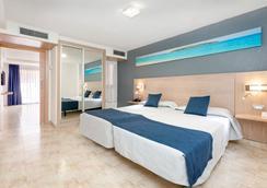 阿德赫海岸塔哥洛家庭歡樂酒店 - 阿德耶 - 臥室
