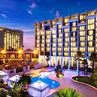 Newport Beach Marriott Hotel and Spa Exterior