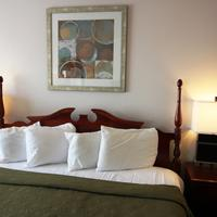 Quality Inn & Suites Airport West Guestroom