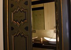 尼爾庫瑞迪卡塔尼亞住宿加早餐旅館 - 卡塔尼亞 - 浴室