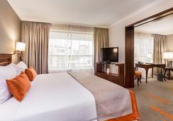 埃布羅河森林廣場酒店 - 聖地亞哥 - 臥室
