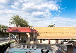 Anaheim Discovery Inn & Suites - 安納海姆 - 室外景