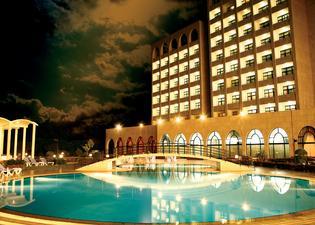 恩賈梅納萊傑廣場酒店