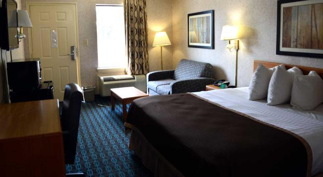 Deluxe Inn - Fayetteville - Fayetteville - 臥室
