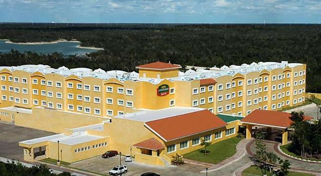 Courtyard by Marriott Cancun Airport - 坎昆 - 建築