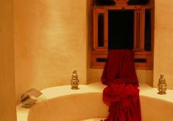里亞德康巴萊特酒店 - 索維拉 - 浴室