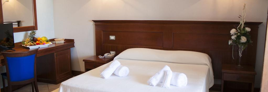 PH Hotel - 卡斯特爾薩多 - 臥室