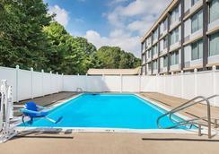 匹茲堡機場溫德姆花園酒店 - 匹茲堡 - 游泳池