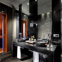 Eurostars Madrid Tower Bathroom