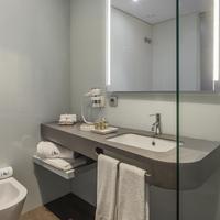 Eurostars Heroismo Bathroom