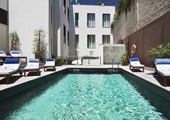 塞維利亞歐洲之星酒店 - 塞維利亞 - 游泳池