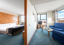 卡斯蒂利亞希爾肯普埃爾酒店 - 馬德里 - 臥室