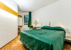 阿卡德酒店 - 盧爾德 - 臥室