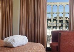 歐洲之星水道橋廣場酒店 - 塞哥維亞 - 臥室
