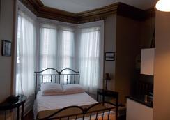 Suites of Euston - 夏洛特頓 - 臥室