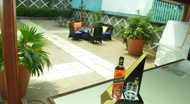 Hotel Franco - Yaounde - 游泳池