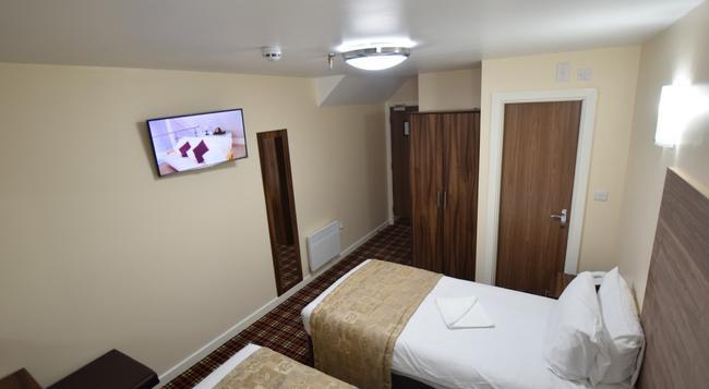 Lucky 8 Hotel - 依爾福 - 臥室
