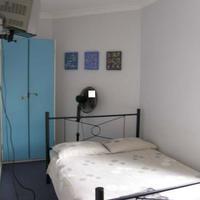 Sinclairs City Hostel Guestroom