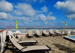 Roomba Inn & Suites - 代托納海灘 - 游泳池