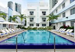 佩斯塔納南灘酒店 - 邁阿密海灘 - 游泳池
