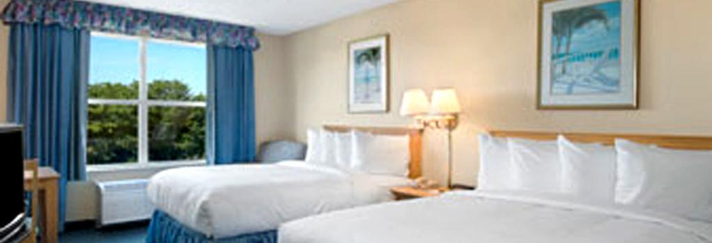 Baymont Inn & Suites Fort Myers Airport - 邁爾斯堡 - 臥室