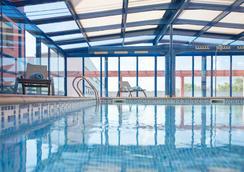 希塔特布拉特酒店 - El Prat de Llobregat - 游泳池
