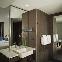 Rydges Sydney Airport Hotel Bathroom