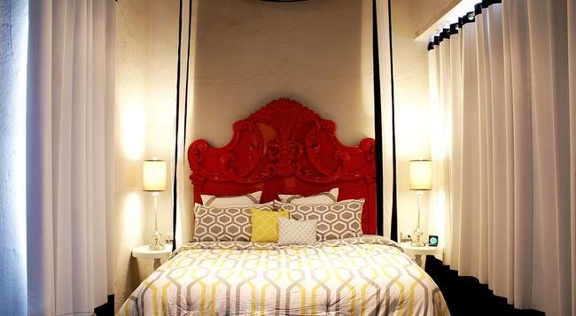 Monastery Art Suites - 聖胡安 - 臥室