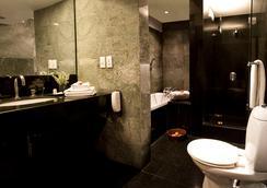 新德里莊園酒店 - 新德里 - 浴室