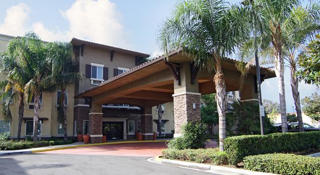 Ontario Grand Inn & Suites - 安大略 - 建築