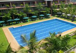 卡比拉鄉村俱樂部酒店 - Kampala - 游泳池