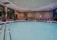 皇冠假日酒店紐瓦克機場店 - 伊麗莎白 - 游泳池