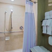 Crowne Plaza Newark Airport Bathroom