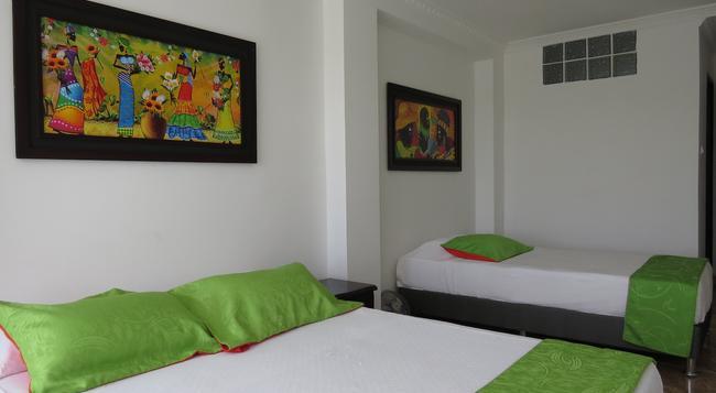 Hotel West California - Armenia - 臥室
