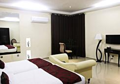 格兰德英克雷酒店 - Lahore - 臥室
