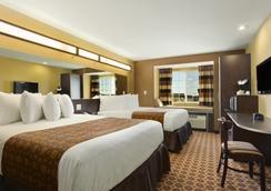 Microtel Inn & Suites by Wyndham Dickinson - Dickinson - 臥室