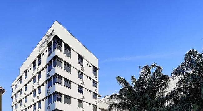 Misión Express Villahermosa - 比亞埃爾莫薩 - 建築