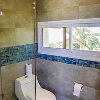 Yarden Beach Apartments Bathroom
