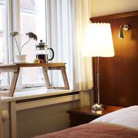 Ascot Hotel Guestroom