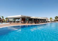 巴拉亞大西洋公寓酒店 - 阿爾布費拉 - 游泳池