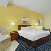 Fairfield Inn and Suites by Marriott Fairfield Napa Valley Area Guest room
