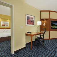 Fairfield Inn and Suites by Marriott Fairfield Napa Valley Area Guestroom