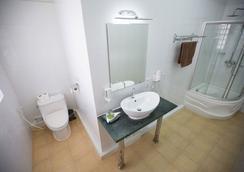 庫拉巴酒店 - 磅遜 - 浴室