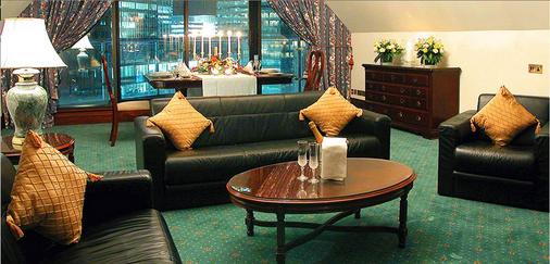 金絲雀碼頭不列顛國際大酒店 - 倫敦 - 客廳