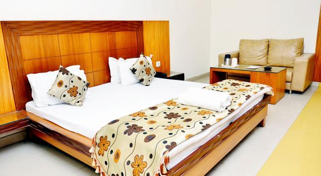 Hotel Mandakini Plaza, Kanpur - Kanpur - 臥室