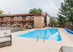 杜蘭戈品質酒店 - 杜蘭戈 - 游泳池