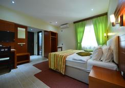 地拉那城市酒店 - 地拉那 - 臥室